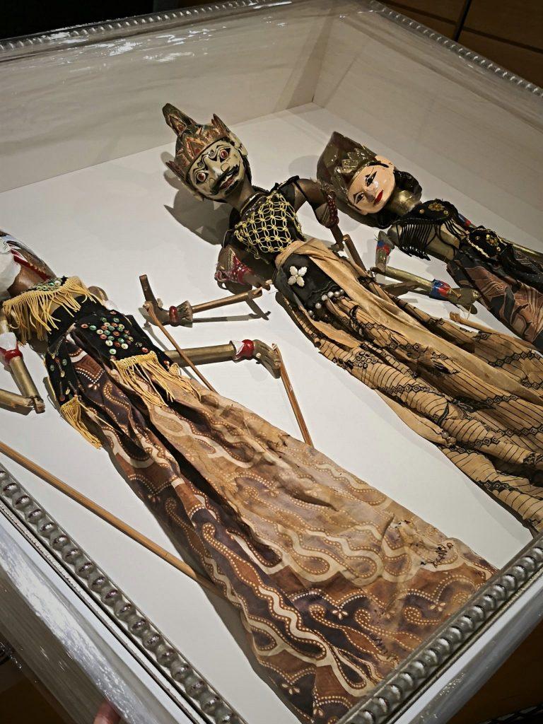 vitrina para marionetas wayan golek