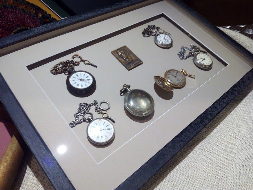 marco con profundidad para relojes